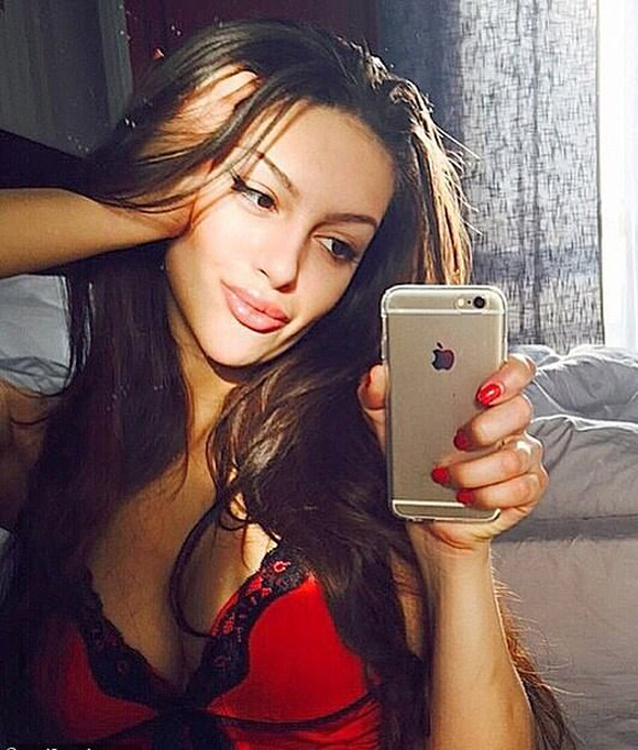 Oksana từng là người mẫu tại Trung Quốc và Thái Lan trước khi quen Muhammad V. Ảnh: east2west.
