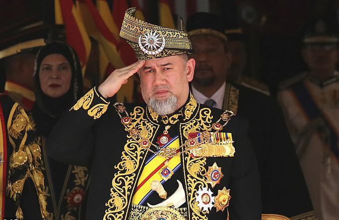Cựu vua Muhammad V của Malaysia trong một buổi lễ chính thức. Ảnh: PA.