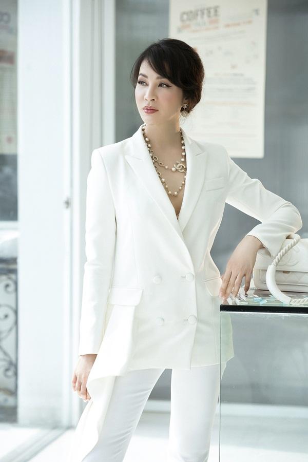 Ở tuổi 45, Thanh Mai vẫn được đánh giá cao ở phong cách thời trang sành điệu. Hiện theo đuổi công việc kinh doanh và làm chủ một trung tâm spa, cô ý thức ngoại hình và thường chọn trang phục vest phù hợp hình ảnh một doanh nhân.