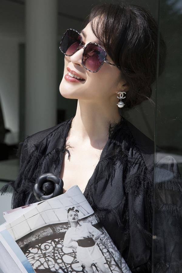 Nhiếp ảnh: Lê Thiện Viễn - Trang điểm: Kuny Lee - Stylist: Đinh Thành Long - Phụ kiện: Chanel.