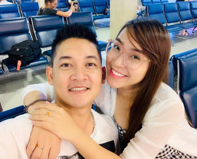 Vợ chồng Hải Băng - Thành Đạt cùng nhau đi du lịch Côn Đảo.