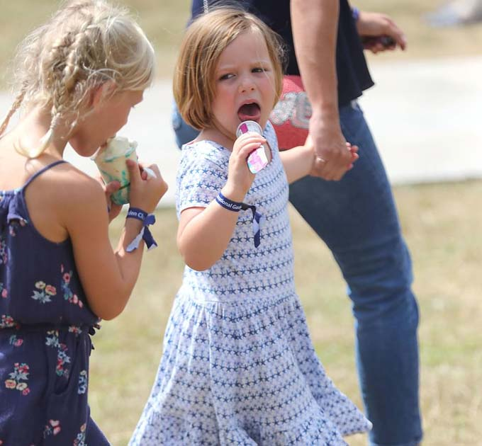 Regal mischief makers! How the Queens seven great-grandchildren have delighted royal fans in 2018 with their VERY cute antics - including Charlotte poking her tongue out and Mia Tindall devouring ice cream Những bức ảnh đốn tim fan của các cháu Nữ hoàng Anh trong năm 2018 - 4