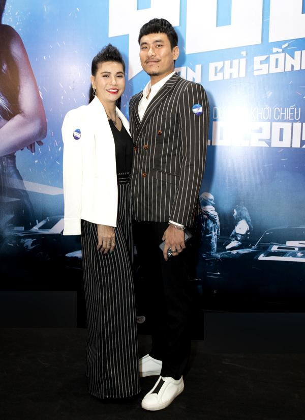 Cát Phượng tình tứ sánh đôi chồng trẻ Kiều Minh Tuấn dự sự kiện điện ảnh. Sau những sóng gió, cả hai đã nỗ lực hàn gắn tình cảm, tiếp tục đồng hành bên nhau.