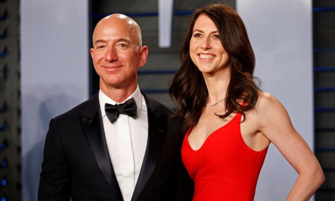 Jeff và MacKenzie Bezos dự tiệc Vanity Fair của Oscars tháng 3/2018. Ảnh:Reuters.