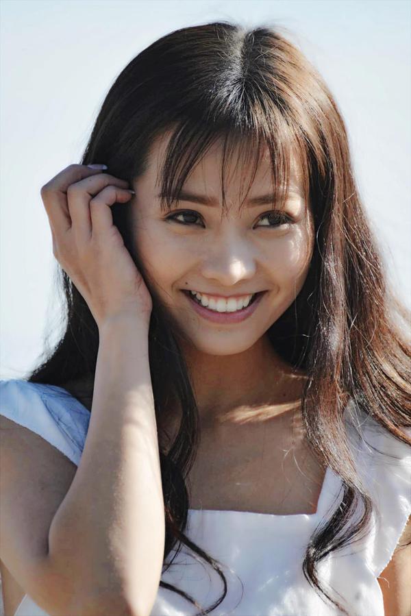 Khánh Hiền trở lại màn ảnh rộng sau thời gian tập trung cho vai trò làm vợ, làm mẹ. Cô được đạo diễn Quốc Võ mời sang Mỹ quay phim Bàn tay máu.