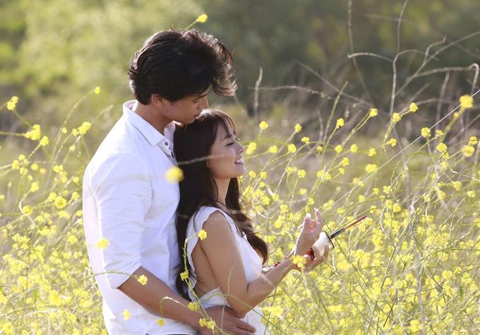Nhân vật của Khánh Hiền là một sinh viên có mối tình đẹp với chàng nhiếp ảnh gia điển trai. Tuy nhiên cô gái không may bị một hồn ma nhập vào và sai khiến, trở thành kẻ sát nhân.
