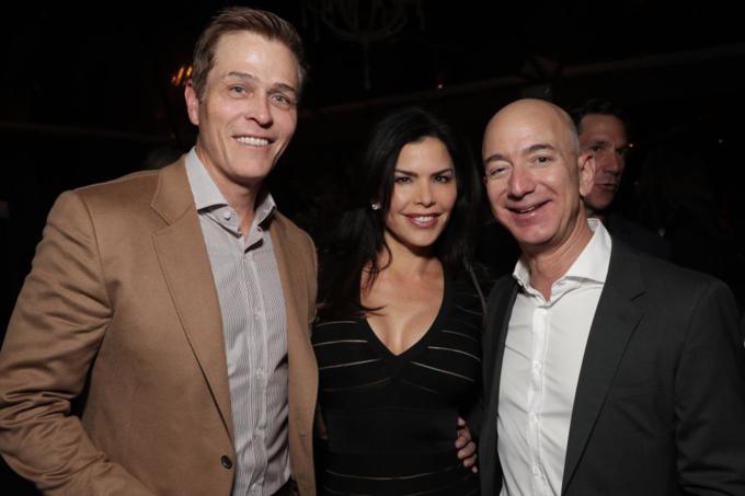 Vợ chồng Lauren Sanchez và Jeff Bezos dự tiệc nghỉ lễ của Amazon năm 2016. Ảnh: Amazon Studios.