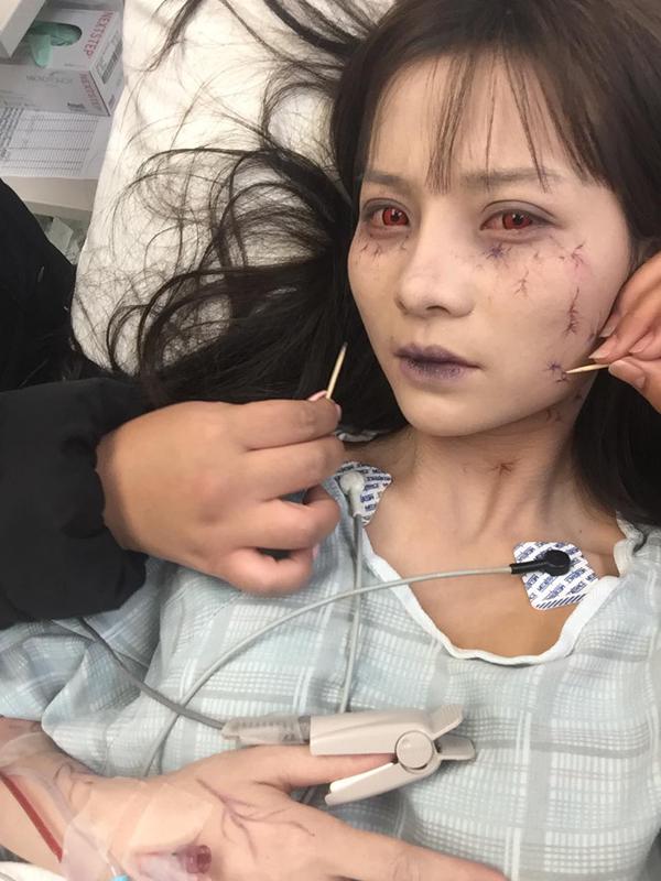 Hầu hết cảnh quay thực hiện vào ban đêm và trong bối cảnhrừng rậmlạnh giá nên sức khỏe của Khánh Hiền bị ảnh hưởng. Cô phải truyền nước và được chăm sóc y tế trên phim trường. Tuy vậy nữ diễn viên vẫn nỗ lực hết mình để hoàn thành vai diễn. Cô ám ảnh nhất là cảnh bị cưỡng hiếp và chôn sống.