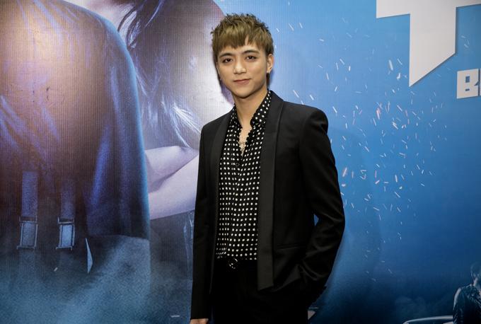 Soobin Hoàng Sơn đóng vai chính - một công tử nhà giàu đam mê ca hát trong phim Yolo.