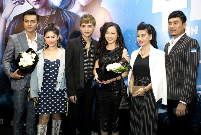 Ngọc Thanh Tâm (thứ hai từ trái qua) cũng góp mặt trong phim điện ảnh Việt Nam đầu tiên nói về đề tài âm nhạc underground.