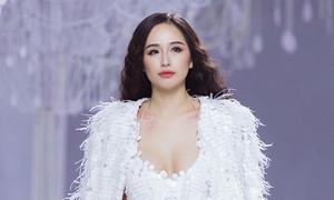 24 giờ diễn thời trang của Mai Phương Thúy sau 4 năm vắng bóng showbiz
