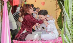 Việt Hương - Lê Giang túm tóc, cắn tay nhau