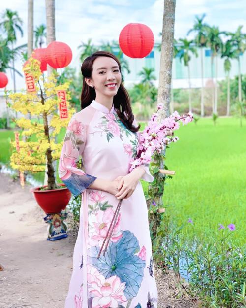 Diễn viên hài Thu Trang hỏi fan: Đã thấy Tết chưa mọi người ơi?.