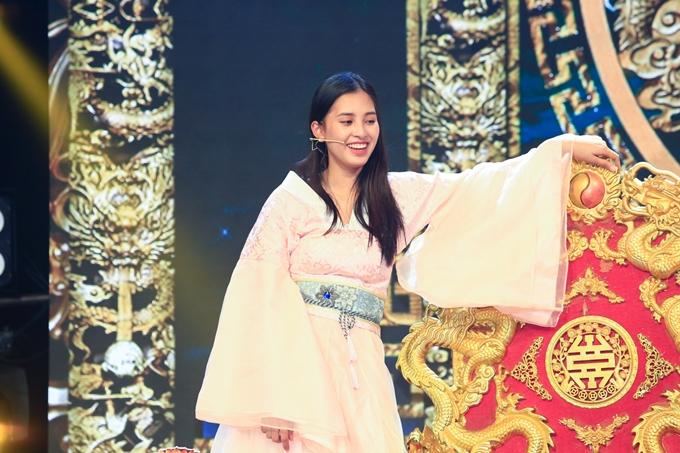 Hoa hậu Trần Tiểu Vy lần đầu thử sức trong lĩnh vực diễn xuất trong chương trình trong Táo Xuân Kỷ Hợi 2019  Chuyện động ông trời.