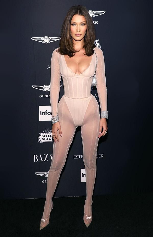 Bella HadidNổi tiếng về khoản tự tin phô diễn da thịt, nàng mẫu hot từng gây sốc khi dự sự kiện trong bộ trang phục giống hệt nội y.