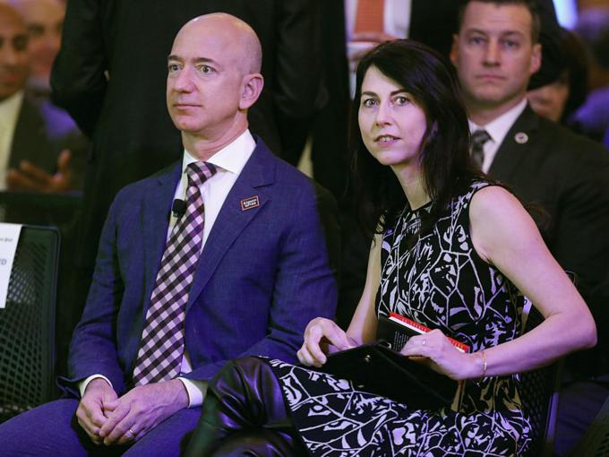 Người giàu nhất thế giớichung sống 25 năm với vợMacKenzie Bezos, đến khi ngoại tình. Ảnh:BI.