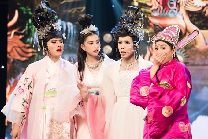 Trên sân khấu ghi hình chính thức, Tiểu Vy thu hút sự chú ý với nhan sắc xinh đẹp, trang điểm chỉn chu đúng với tạo hình một tiên nữ.