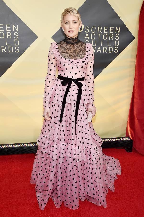 Kate HudsonTương tự, diễn viên Bride Wars cũng không được đánh giá cao về xiêm y rườm rà trên thảm đỏ Screen Actors Guild Awards. Ngoài ra, kiểu tóc tém của cô cũng lạc điệu so với trang phục.