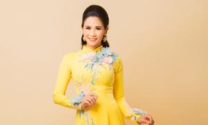 Đào Vân Anh khoe sắc trong áo dài xuân cho bà sui