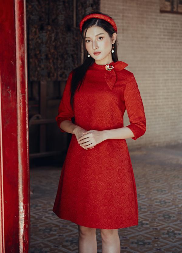 Á hậu Việt Nam 2014 cho biết năm nay cô sẽ mặc áo dài cách điệu đi chơi xuân.