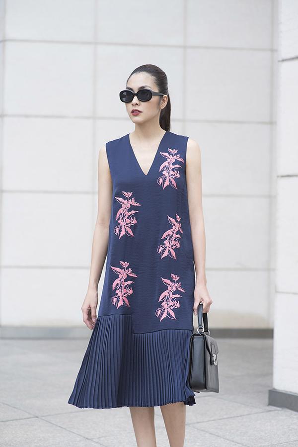 Các mẫu thiết kế phom dáng đơn giản nhưng được chăm chút kỹ về đường cắt may, mang đến sự tinh tế cho trang phục dạo phố đi du xuân, đi chúc Tết.