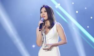 Mỹ Tâm được trao cúp đặc biệt tại lễ trao giải 'Làn Sóng Xanh'