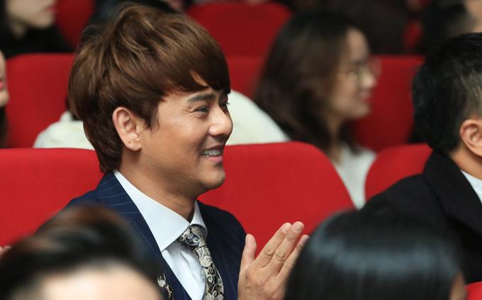 Ca sĩ Ưng Đại Vệ liên tục dành những tràng vỗ tay cho màn trình diễn của Hương Tràm.