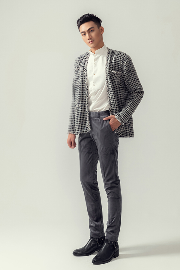 Chất liệu giữ ấm cao như vải tweed, bố và nhung cũng được lựa chọn để mang tới các mẫu trang phục phù hợp với tiết trời se lạnh.