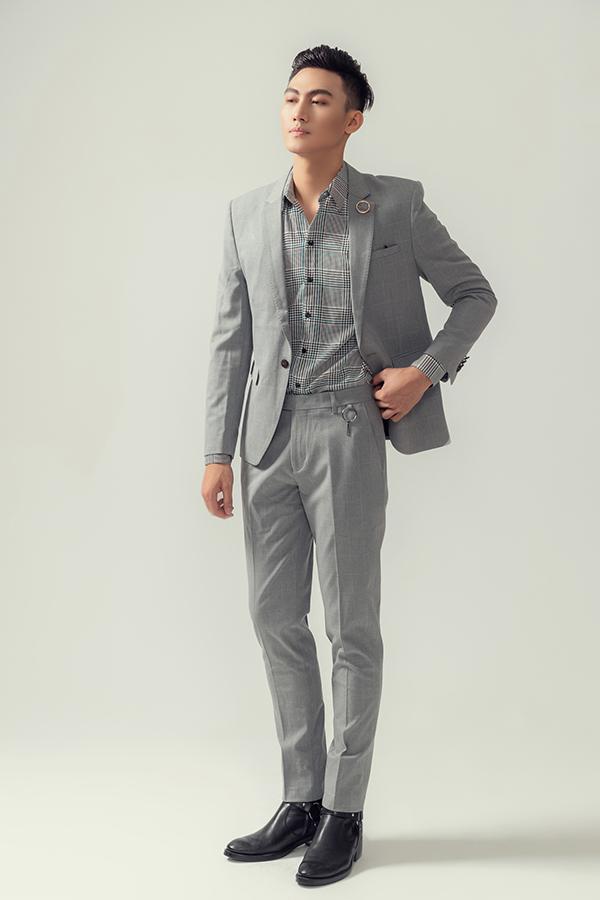 Suit cho các chàng yêu vẻ lĩnh lãm nhưng vẫn muốn tôn hình ảnh trẻ trung bởi phom dáng hiện đại và họa tiết ăn khách.