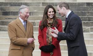 Thái tử Charles từng khuyên William chia tay Kate năm 25 tuổi