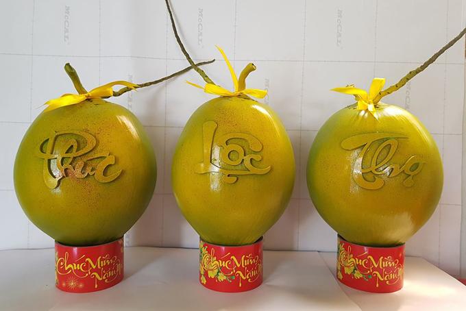 Dừa in chữ Phúc - Lộc - Thọ.