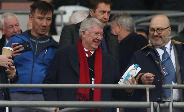 Sir Alex cười tươi khi chứng kiến màn trình diễn
