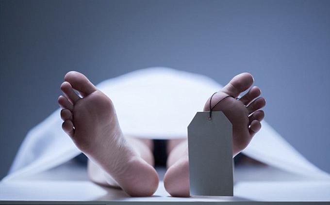 Người phụ nữ trở về từ cõi chết khi nằm trong nhà xác