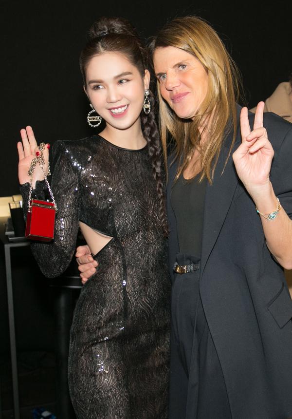 Nữ hoàng nội y còn gặp tổng biên tập tạp chí thời trang Vogue tại event này.