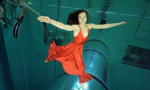Cặp thợ lặn lập kỷ lục múa dưới nước 3,5 phút không oxy