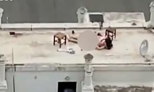 Cặp nam nữ bị ghi hình khi ân ái trên sân thượng