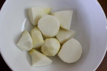 Canh khoai sọ nấu sườn nóng hổi - 1