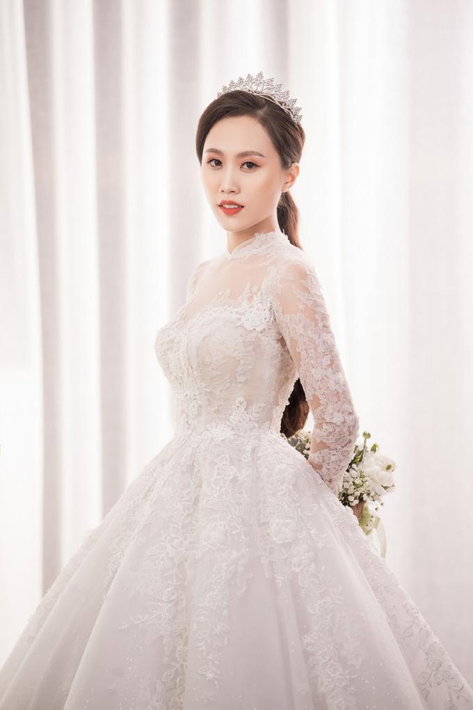 NSND Trung Hiếu tiết lộ ảnh cưới và 3 váy tặng vợ 9X
