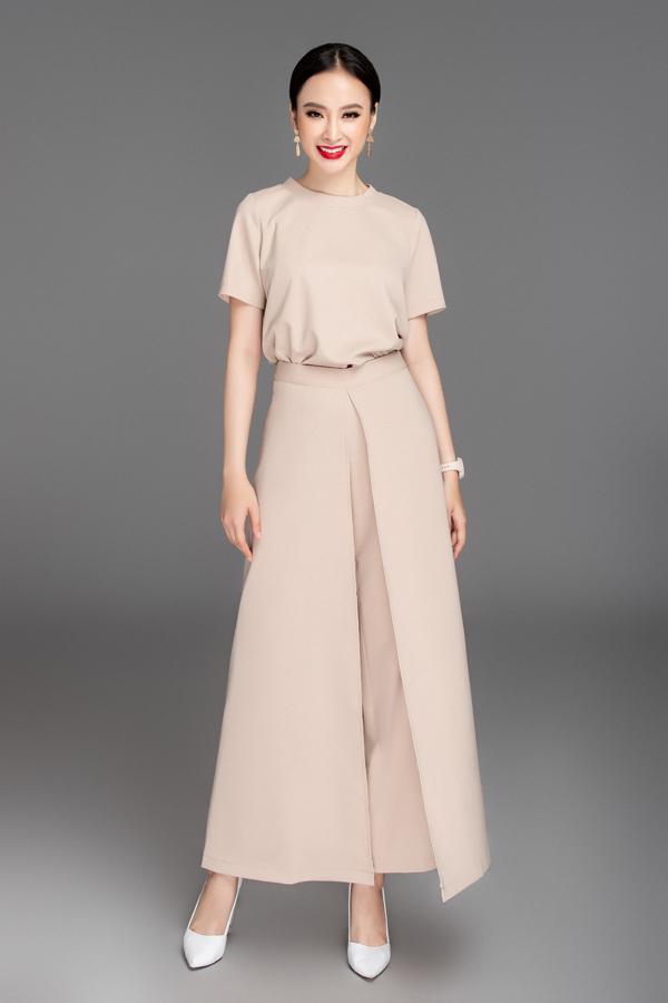 Bên cạnh các mẫu trang phục mang tính ứng dụng cao, Phương Trang còn tự tịn thể nghiệm kiểu quần ống suông đi kèm vạt xẻ tà.