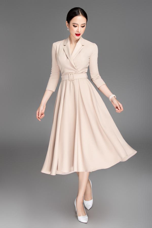 Cách kết hợp áo cổ vest và chân váy xoè một cách nhuần nhuyễn mang tới bộ cánh vừa sang trọng vừa lịch sự phù hợp với giới nữ công sở.
