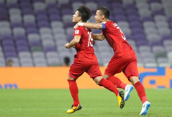 Quang Hải mừng bàn thắng mở tỷ số.