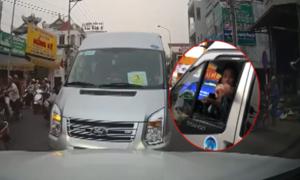 Ôtô chạy ngược chiều bị chặn đầu, tài xế thách thức đánh nhau