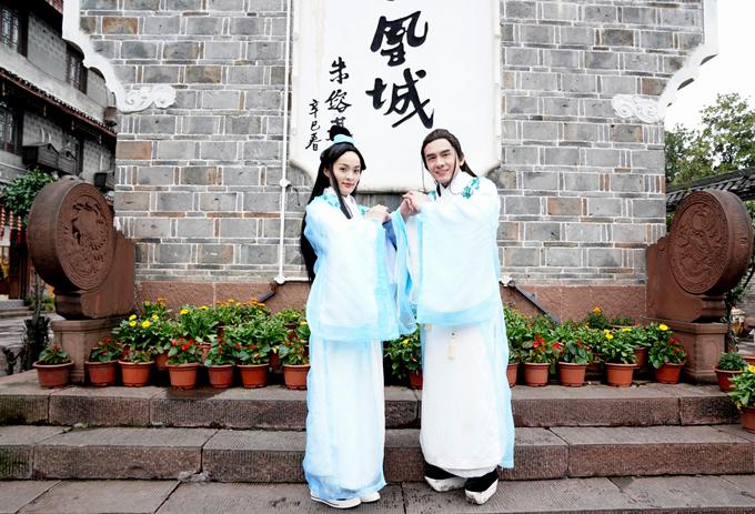 Đan Trường đầu tư tiền tỷ sang Trung Quốc quay MV mới. Anh mời diễn viên Hạ Vi đóng vai người tình của mình.