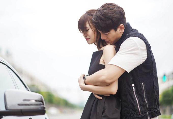 Cặp diễn viên chính Ninh Dương Lan Ngọc - Lê Xuân Tiền trong một cảnh phim.