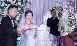 Tuấn Hưng bế con gái hát mừng đám cưới em vợ