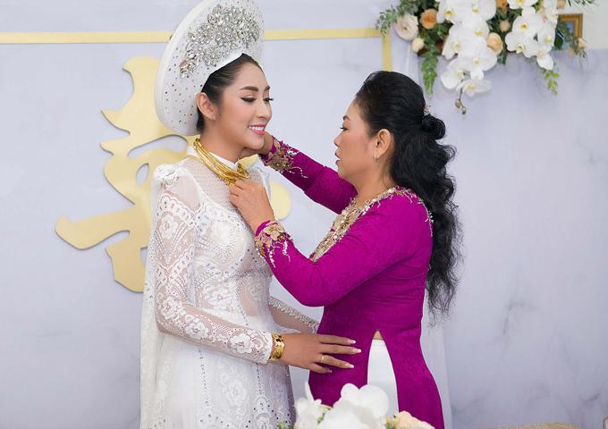 Sao Việt gây lóa mắt khi đeo vàng nặng trĩu trong ngày cưới - 2