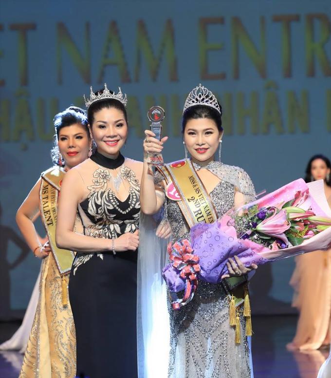Kim Oanh đăng quang Hoa hậu Doanh nhân người Việt châu Á 2019  - 4