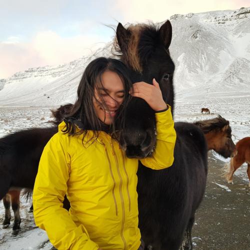 Hoàng Lê Giang trong một chuyến leo núi ở châu Âu cuối năm 2017.