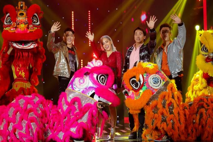 Yanbi,Yến Lê, Bảo Kun, T-Akayzthể hiện nhạc phẩm Tết là nhất, biểu diễn cùng nhóm múa lân và mang đến sự rộn ràng cho chương trình.