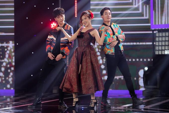 Nhóm MonstarvàSuni Hạ Linh tạo dấu ấn quanhững giai điệu Tango cùngca khúc Mùa xuân trở về.